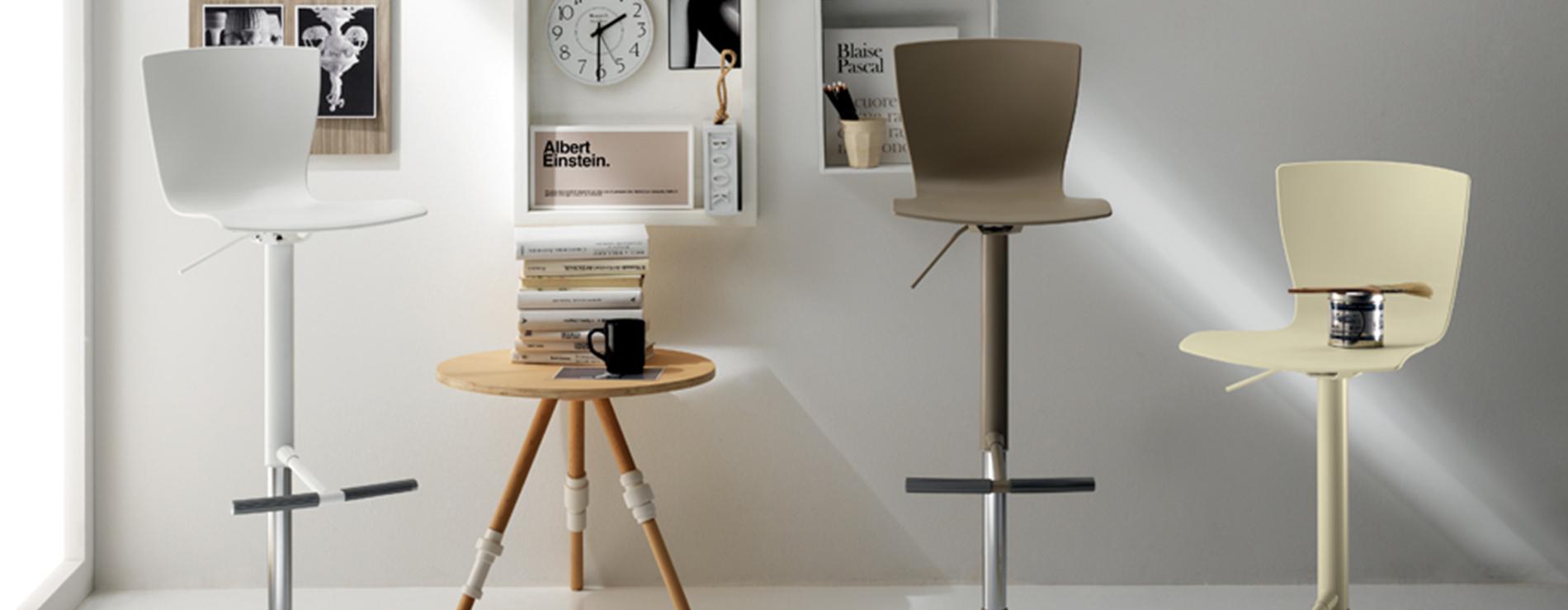 Sgabelli moderni per cucina cool set da sgabello alto for Sgabelli colorati