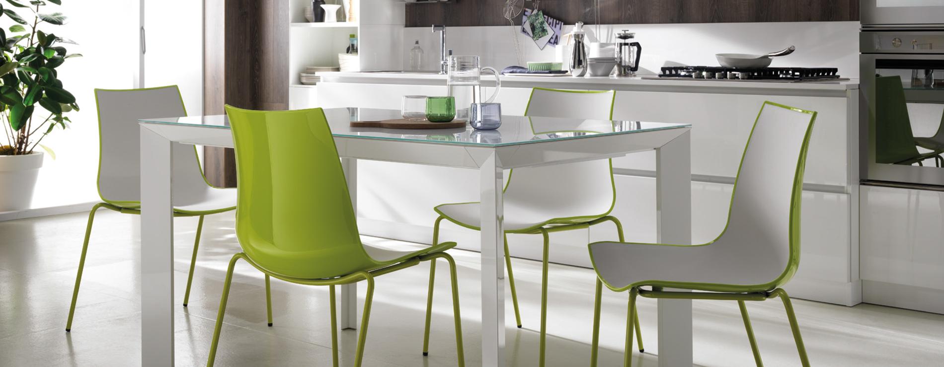 Tavoli sedie sgabelli moderni scavolini centro mobili for Tavoli da cucina moderni