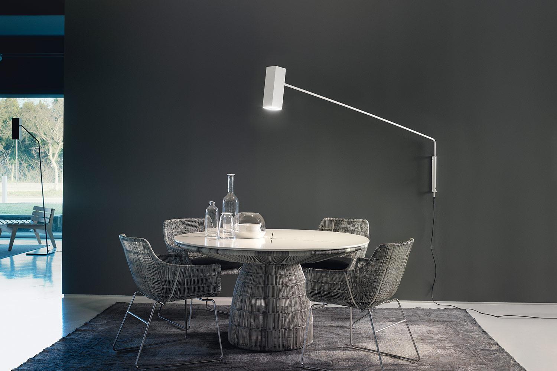 Lampada da parete con braccio orientabile: lampada da parete con