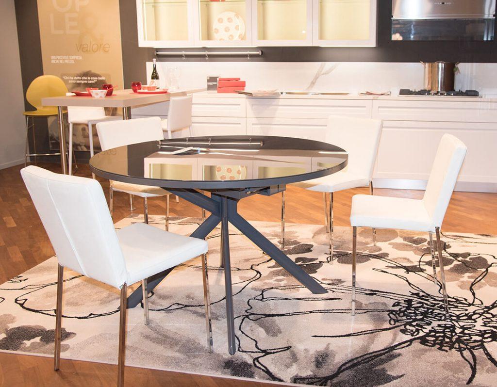 Scavolini tavolo Over | Italcomma sedie pelle bianca